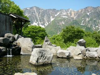 のよさの里  露天風呂から望む鳥甲山